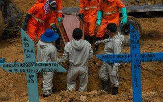 Em um dia, Brasil registra mais 1,3 mil mortes pela Covid-19