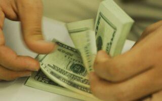 Dólar recua e fecha a R$ 5,31 no dia da posse de Biden; Ibovespa cai 0,82%