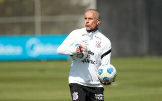 com treino de finalizações, Timão segue preparação para duelo contra Flamengo