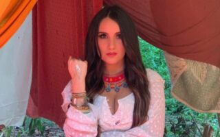 Dulce María resgata suas raízes com o álbum solo e independente 'Origen'